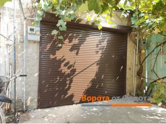 Ремонтировать или менять: почему лучше заменить стальные распашные ворота на роллетные